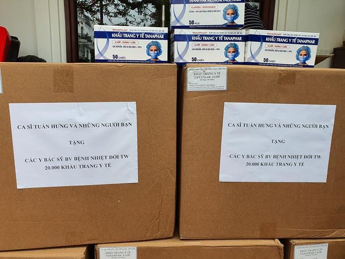 Tuấn Hưng dùng toàn bộ tiền cát-xe mua 20.000 khẩu trang tặng nhân viên y tế ảnh 2