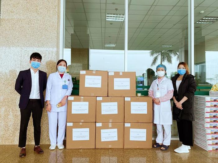 Tuấn Hưng dùng toàn bộ tiền cát-xe mua 20.000 khẩu trang tặng nhân viên y tế ảnh 4