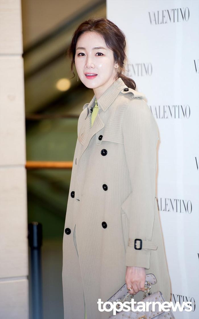 20 nữ diễn viên Hàn đẹp nhất mọi thời đại: Bạn gái cũ So Ji Sub đứng nhì, người top 1 có xứng đáng? ảnh 10