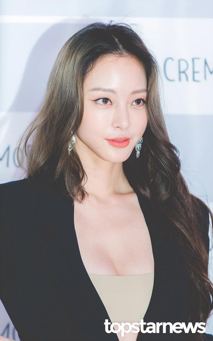 20 nữ diễn viên Hàn đẹp nhất mọi thời đại: Bạn gái cũ So Ji Sub đứng nhì, người top 1 có xứng đáng? ảnh 1