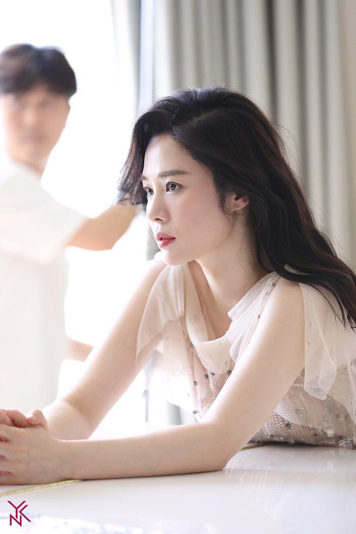 20 nữ diễn viên Hàn đẹp nhất mọi thời đại: Bạn gái cũ So Ji Sub đứng nhì, người top 1 có xứng đáng? ảnh 18