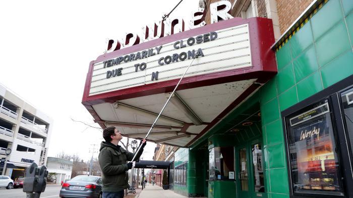Các rạp phim khác cũng đang phải đối diện với tình cảnh tương tự