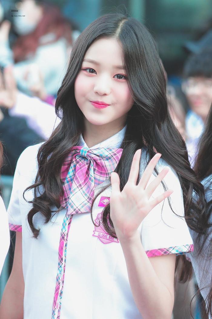 Jang Won Young (IZ*ONE) gây sốt với body gợi cảm ở tuổi 15, Knet: Bản nữ Cha Eun Woo, hậu duệ Jeon Ji Hyun! ảnh 15