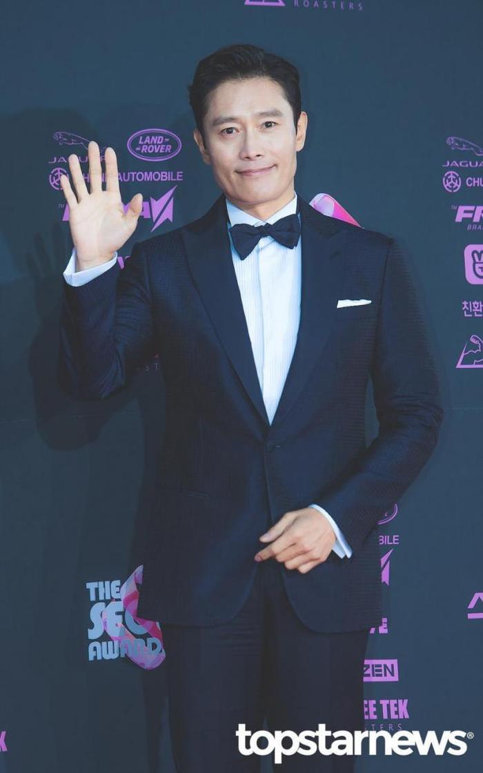 Lee Byung Hun dẫn con trai đến phim trường thăm vợ hờ của Lee Min Ho: Phát hờn vì ghen tỵ! ảnh 3
