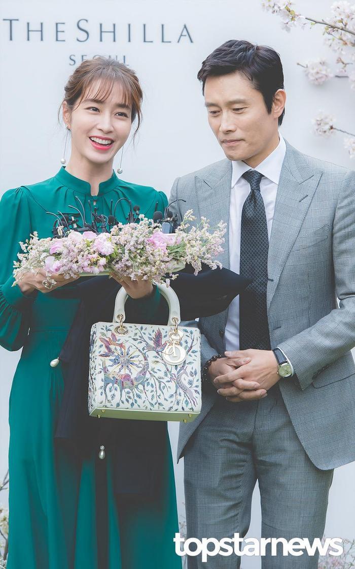 Lee Byung Hun dẫn con trai đến phim trường thăm vợ hờ của Lee Min Ho: Phát hờn vì ghen tỵ! ảnh 8