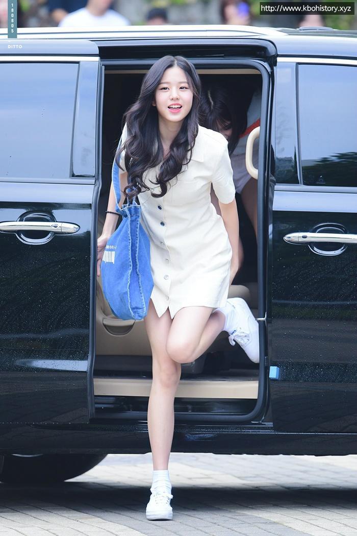 Jang Won Young (IZ*ONE) gây sốt với body gợi cảm ở tuổi 15, Knet: Bản nữ Cha Eun Woo, hậu duệ Jeon Ji Hyun! ảnh 23