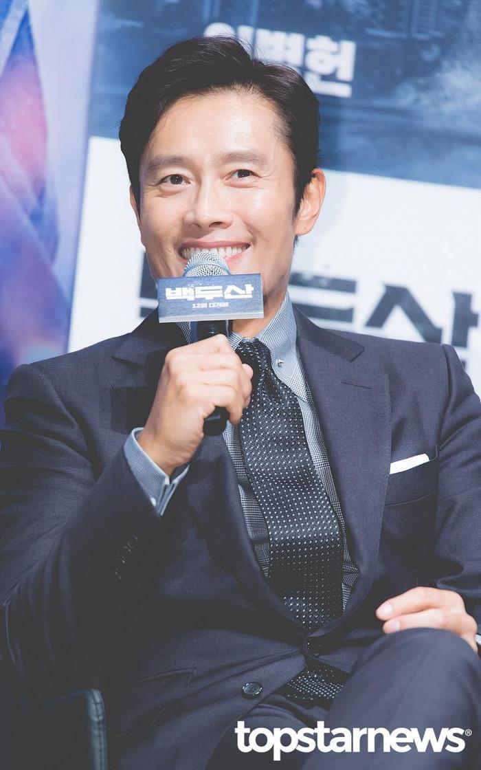 Lee Byung Hun dẫn con trai đến phim trường thăm vợ hờ của Lee Min Ho: Phát hờn vì ghen tỵ! ảnh 9