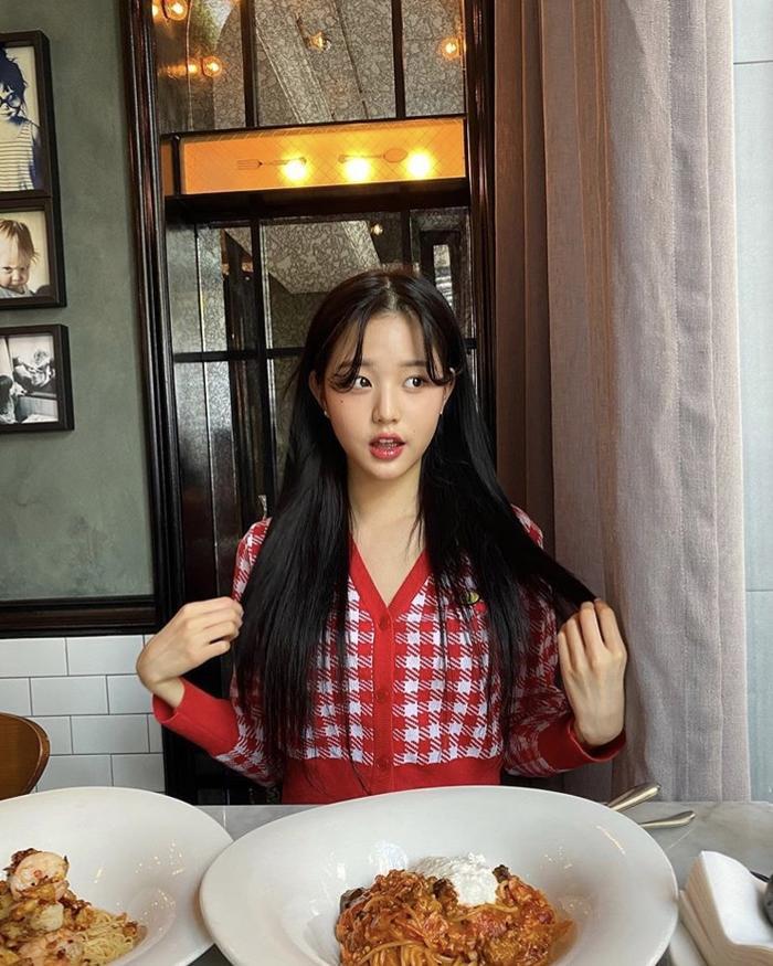 Jang Won Young (IZ*ONE) gây sốt với body gợi cảm ở tuổi 15, Knet: Bản nữ Cha Eun Woo, hậu duệ Jeon Ji Hyun! ảnh 0
