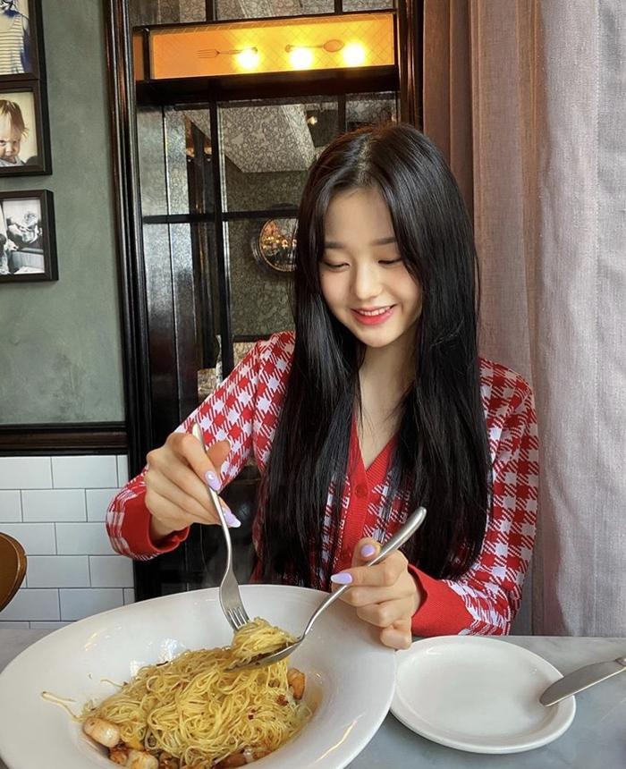 Jang Won Young (IZ*ONE) gây sốt với body gợi cảm ở tuổi 15, Knet: Bản nữ Cha Eun Woo, hậu duệ Jeon Ji Hyun! ảnh 6