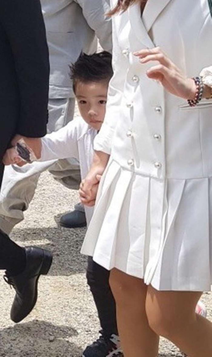Lee Byung Hun dẫn con trai đến phim trường thăm vợ hờ của Lee Min Ho: Phát hờn vì ghen tỵ! ảnh 5