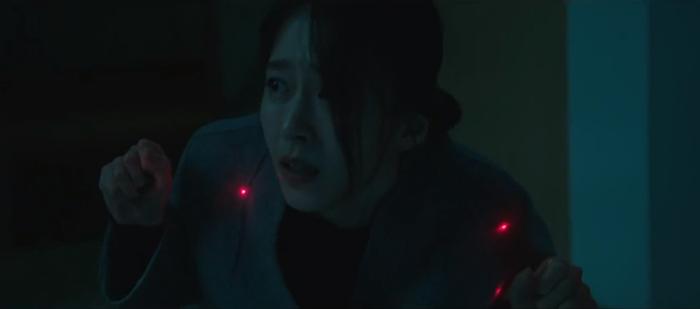 Tập 10 Memorist  Hồi ức: Chạm mặt tên sát thủ, Dong Baek tặng hắn 2 viên đạn vào ngực ảnh 15