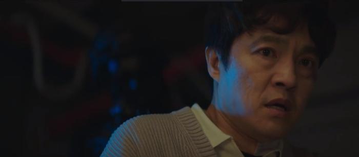 Tập 10 Memorist  Hồi ức: Chạm mặt tên sát thủ, Dong Baek tặng hắn 2 viên đạn vào ngực ảnh 18