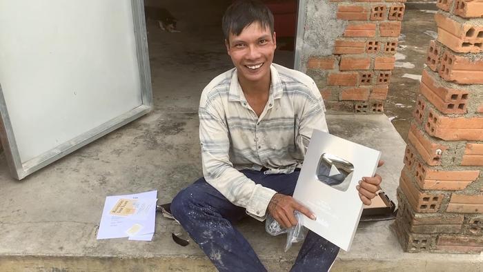 Lộc Fuho chia sẻ từng có thời điểm anh kiếm được40 – 50 triệu nhờ quay video đăng YouTube.(Ảnh: FBNV)