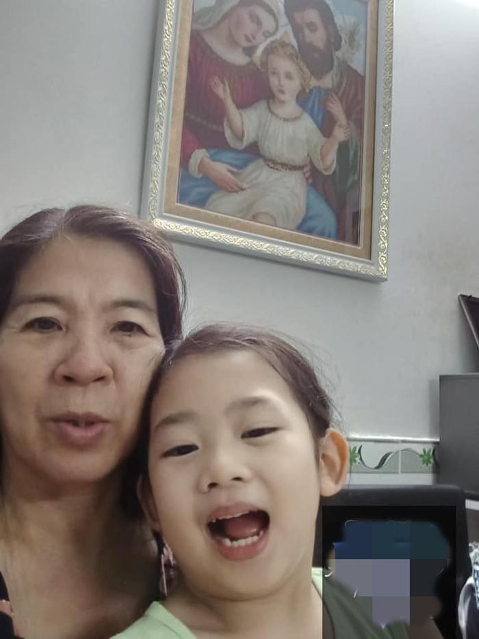 Con gái Mai Phương đoàn tụ với ông bà ngoại ảnh 4