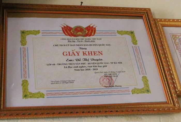 Người con gái thứ 2 học giỏi, được bằng khen của Chủ tịch huyện Quốc Oai.