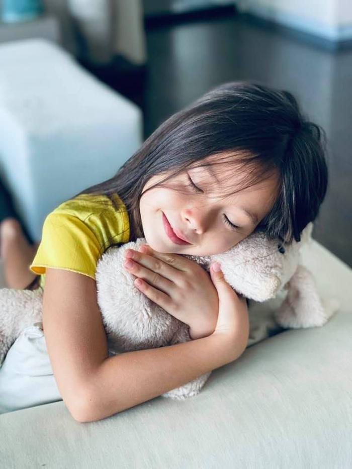 Con gái Đoan Trang khiến dân tình không khỏi rời mắt với vẻ ngoài xinh như thiên thần