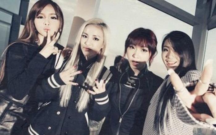 Fan 'rần rần' trước khoảnh khắc Minzy khoe ảnh cùng Dara làm ký hiệu 2NE1