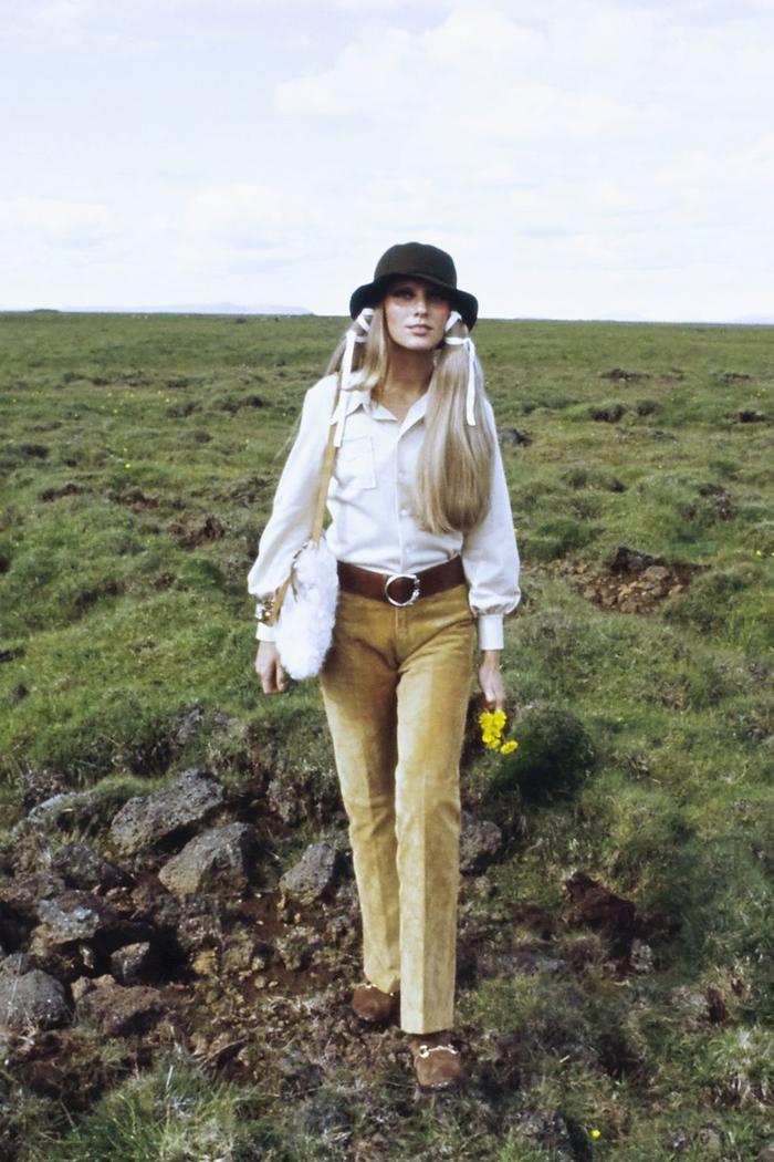 Những cơn sốt thời trang thập niên 70 đang đổ bộ vào mùa hè 2020 ảnh 0