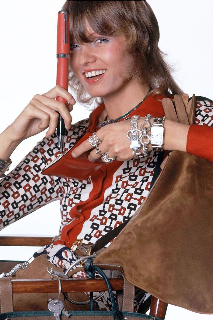 Những cơn sốt thời trang thập niên 70 đang đổ bộ vào mùa hè 2020 ảnh 9
