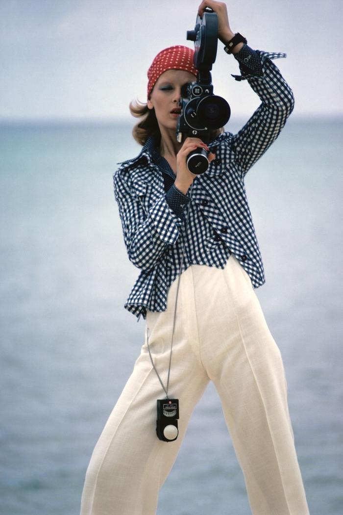 Những cơn sốt thời trang thập niên 70 đang đổ bộ vào mùa hè 2020 ảnh 27