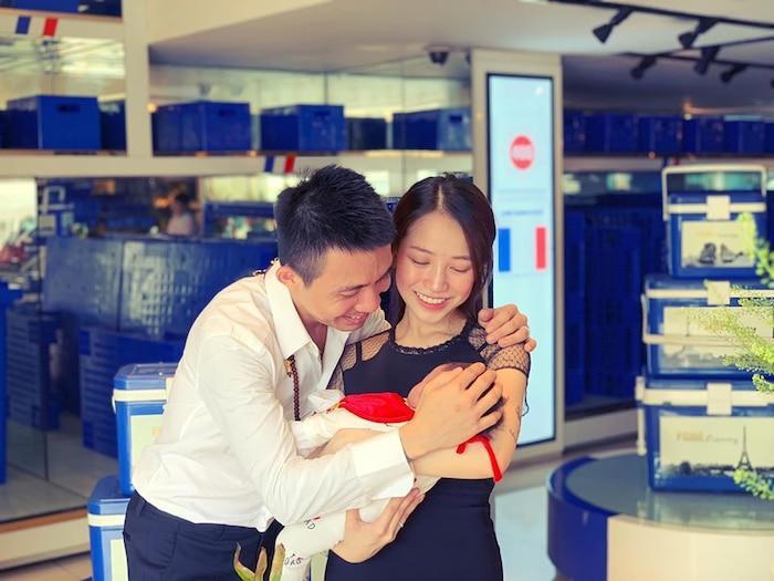 Còn việc đăng hình em bé là niềm hạnh phúc của mỗi bà mẹ, đó như một hình thức lưu giữ những kỉ niệm đẹp cho con.