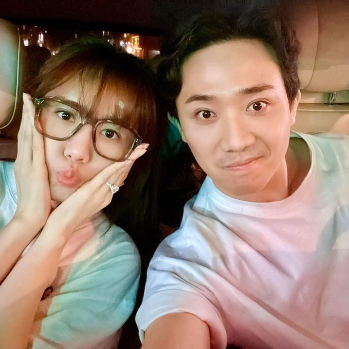 Tin nhắn lúc nửa đêm của Trấn Thành và Hari Won: Nhớ chồng như thiếu oxy cần ông xã về hô hấp để sống lại