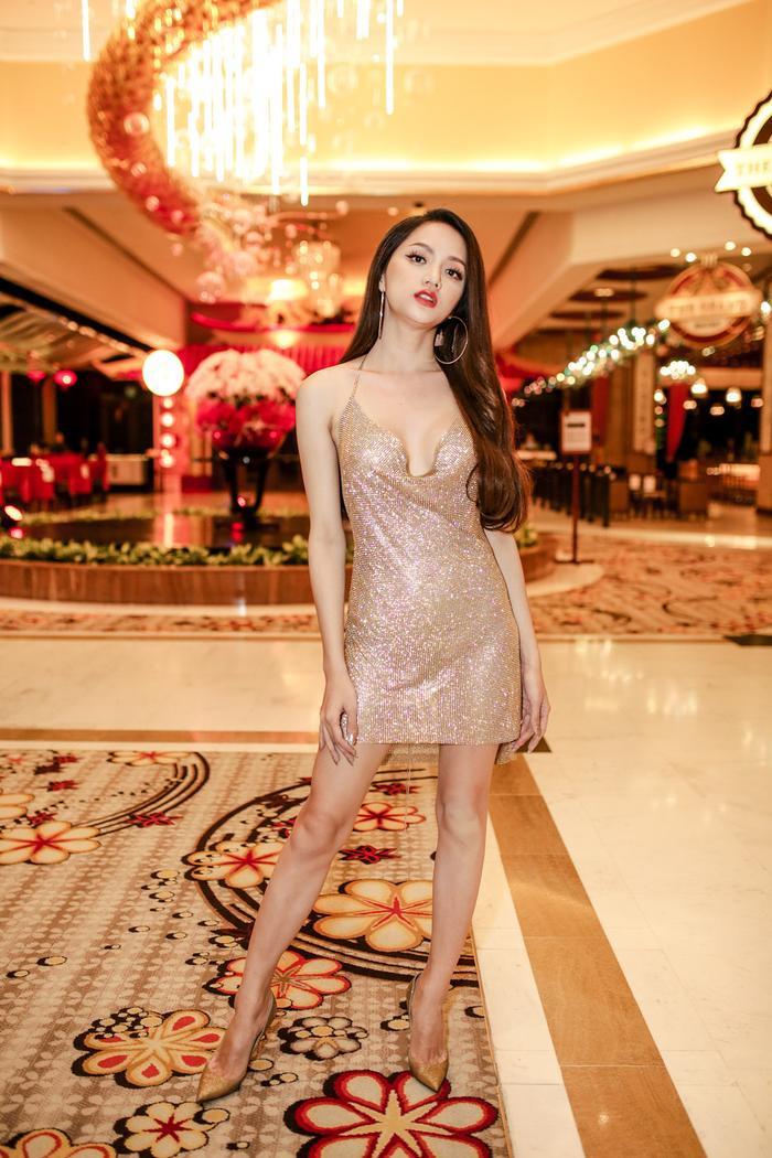 Khi Hoa hậu bẻ lái diễn xuất trong MV: Liệu nhan sắc có cân được thực lực? ảnh 11