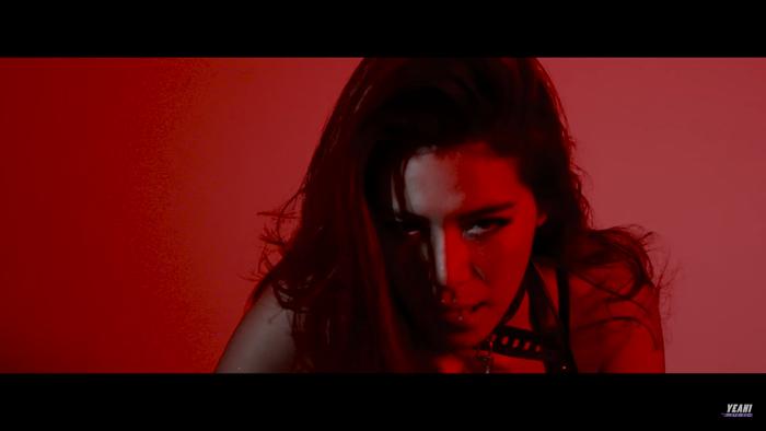 Khi Hoa hậu bẻ lái diễn xuất trong MV: Liệu nhan sắc có cân được thực lực? ảnh 17