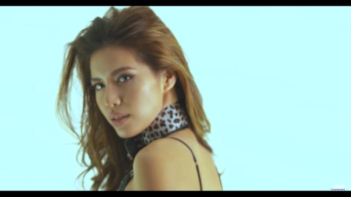 Khi Hoa hậu bẻ lái diễn xuất trong MV: Liệu nhan sắc có cân được thực lực? ảnh 19