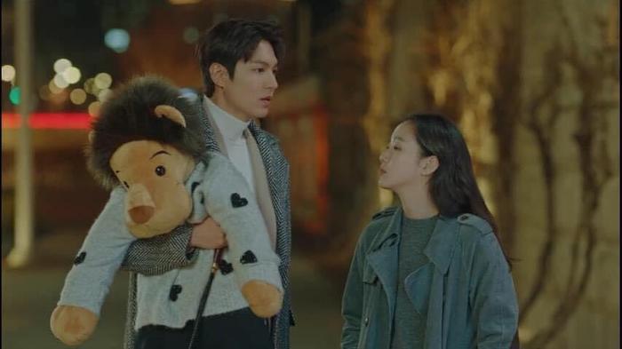 Lee Gon lo lắng khi nghe Jang Tae Eul kể về đoạn ghi âm vụ án cô nghe được ở đế chế Hàn Quốc