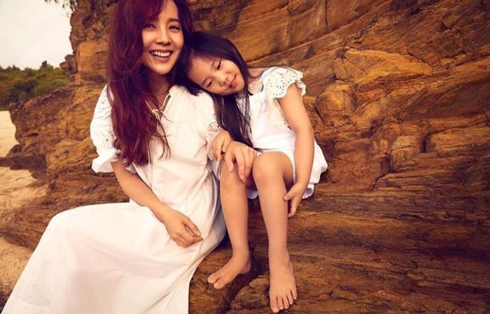 10 cặp đôi, vợ chồng nổi tiếng nhất Kbiz: Jung Kyung Ho tặng Sooyoung (SNSD) 1000 bông hồng ảnh     2