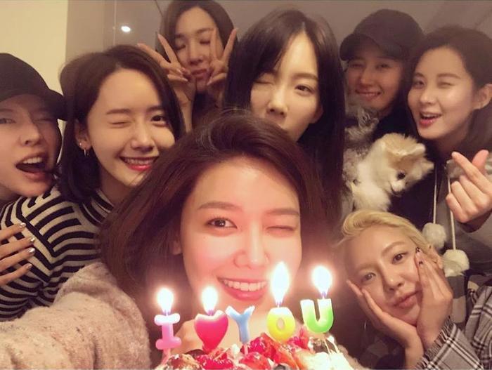 7 thành viên SNSD bất ngờ tái hợp, có luôn sân khấu trình diễn siêu cưng tại đám cưới quản lý ảnh 4