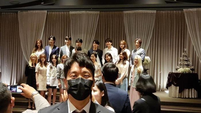 7 thành viên SNSD bất ngờ tái hợp, có luôn sân khấu trình diễn siêu cưng tại đám cưới quản lý ảnh     0