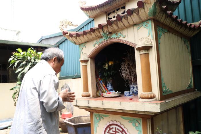 Với những người dân ở xóm Giếng, từ xưa cho đến nay vẫn giữ một truyền thống văn hóa đó là những ai đi lấy chồng nơi khác, khi qua giếng làng phải vào miếu thắp hương.