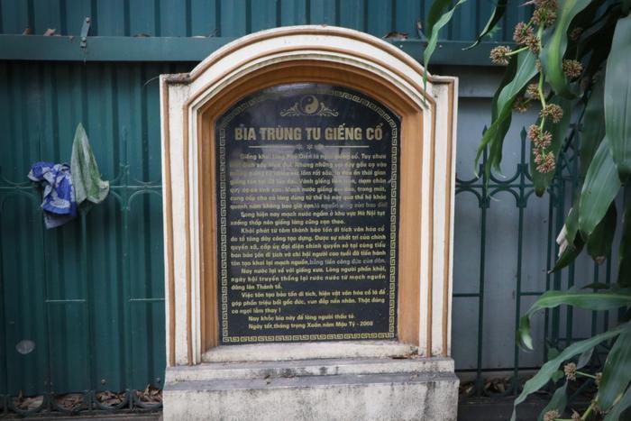 Bia trùng tu giếng cổ làng Phú Diễn.