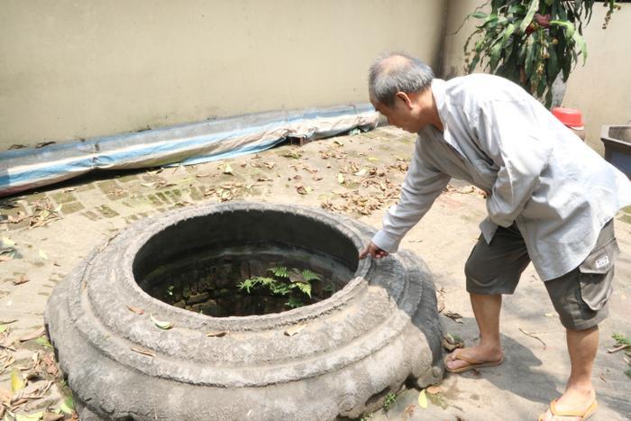 Chiếc giếng cổ hàng trăm năm tuổi ở làng Phú Diễn.