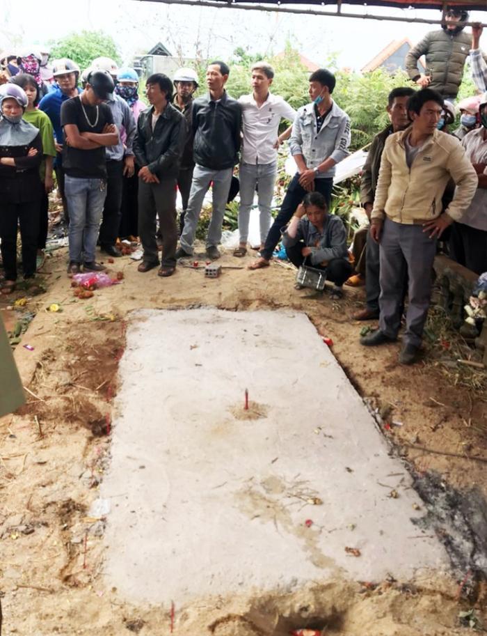 Vụ bí thư xã sát hại cháu vợ rồi đốt xác phi tang: Khai quật hài cốt nạn nhân bàn giao cho gia đình