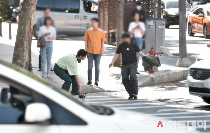 Ảnh chụp lén Won Bin     (42 tuổi) trên phố khiến Knet điên đảo: Lee Na Young mất chồng như chơi! ảnh 8