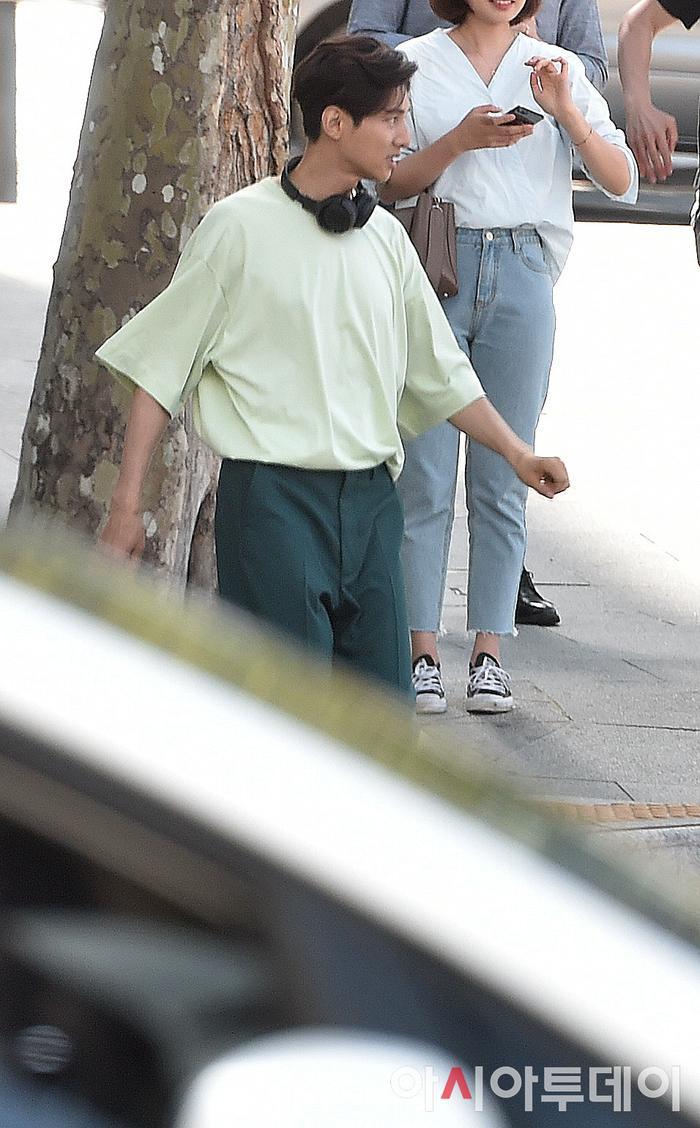Ảnh chụp lén Won Bin     (42 tuổi) trên phố khiến Knet điên đảo: Lee Na Young mất chồng như chơi! ảnh 12