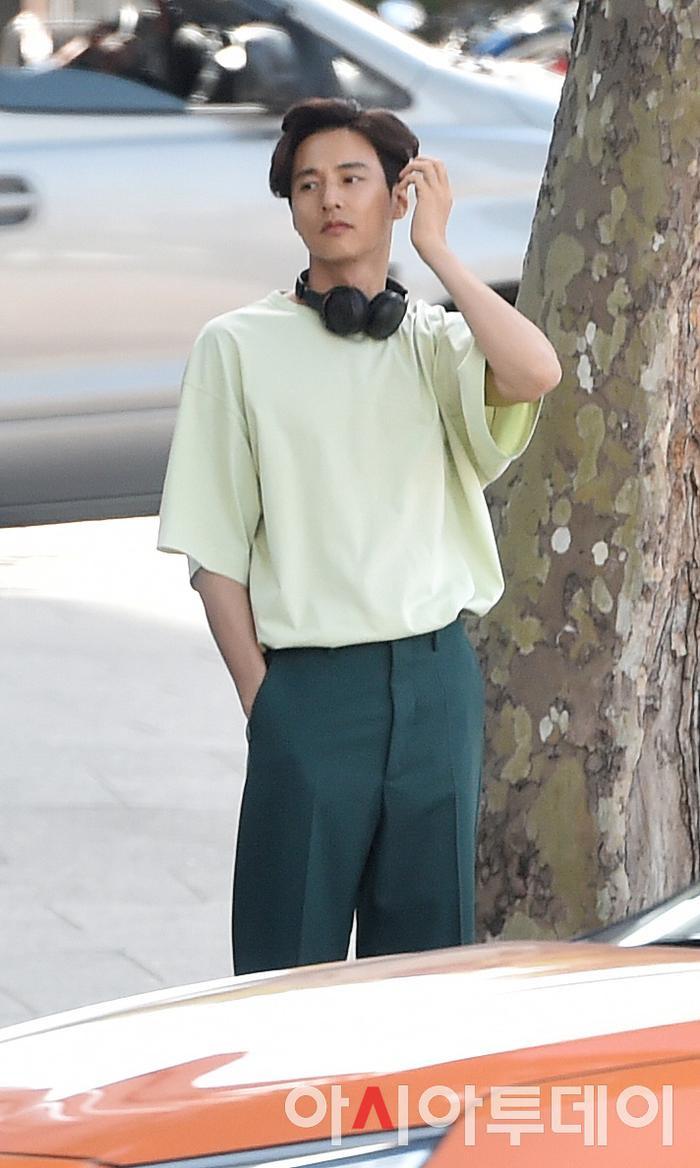 Ảnh chụp lén Won Bin     (42 tuổi) trên phố khiến Knet điên đảo: Lee Na Young mất chồng như chơi! ảnh 13