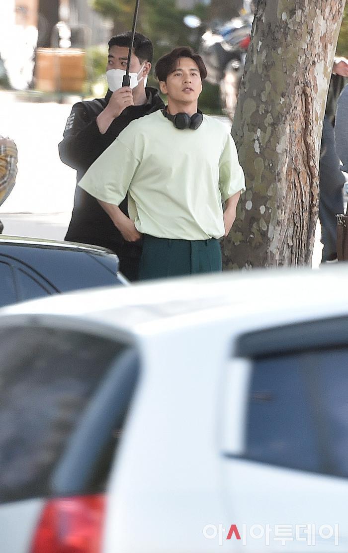 Ảnh chụp lén Won Bin (42 tuổi) trên phố khiến Knet điên đảo: Lee Na Young mất chồng như chơi! ảnh 15