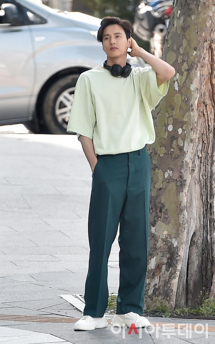 Ảnh chụp     lén Won Bin (42 tuổi) trên phố khiến Knet điên đảo: Lee Na Young mất chồng như chơi! ảnh 7