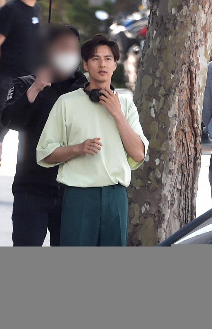 Ảnh chụp     lén Won Bin (42 tuổi) trên phố khiến Knet điên đảo: Lee Na Young mất chồng như chơi! ảnh 14