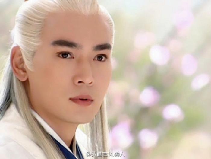 """Tiêu Ân Tuấn: Nam thần một thời của điện ảnh Trung Quốc Tiêu Ân Tuấn từng """"làm mưa làm gió"""" với nhiều bộ phim cổ trang, trong đó vai Trương Tam Phong trong Võ Đang từng khiến không biết bao nhiêu thiếu nữ mê đắm."""