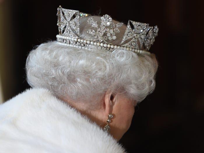 Bà có rất nhiều tiền/của cải riêng và đang nắm giữ kỷ lục là Nữ hoàng giàu có nhất thế giới. Theo The Sunday Times, tổng tài sản của Nữ hoàng, bao gồm các tác phẩm nghệ thuật, đồ trang sức và bất động sản, đã tăng thêm khoảng 504 triệu đô la vào năm 2012.