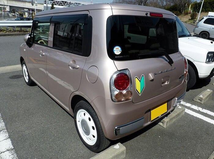 Biểu tượng shoshinsha sẽ được dán trên xe điều khiển bởi lái mới tại Nhật Bản. (Ảnh: Nikkei)