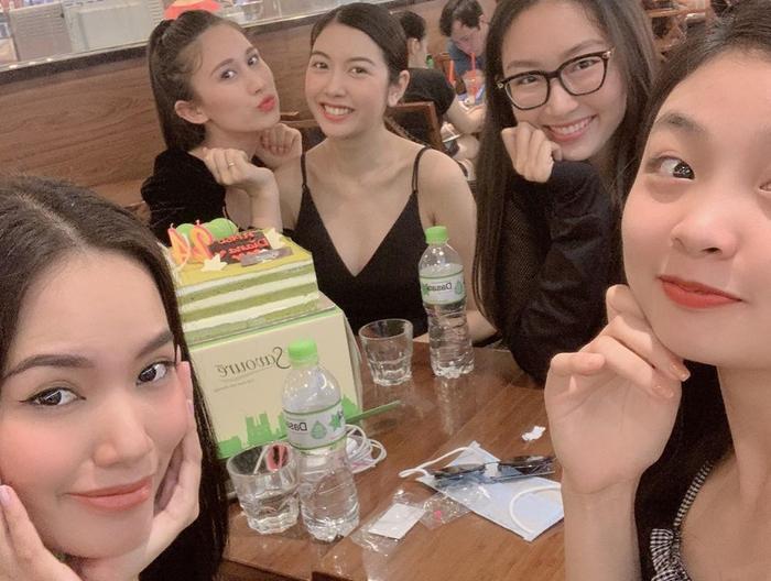 Tái ngộ Hoàng Phương - Đào Hà - Tường Linh, Thúy Vân chọn được dàn phù dâu đẹp nhất 2020?