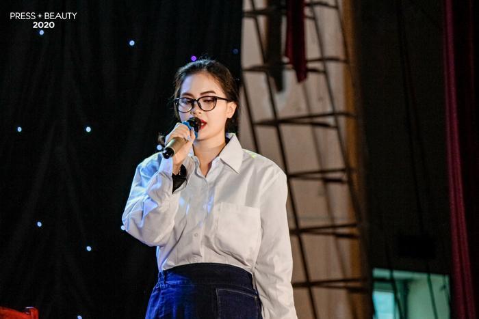 """Phần thi """"How to make a good girl bad"""" của thí sinh Vũ Nguyễn Mai Linh nhận được sự ủng hộ nhiệt tình từ khán giả."""