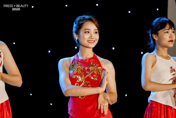 Thí sinh Nguyễn Thị Hà Trang lộng lẫy trong trang phục múa Bánh trôi nước.