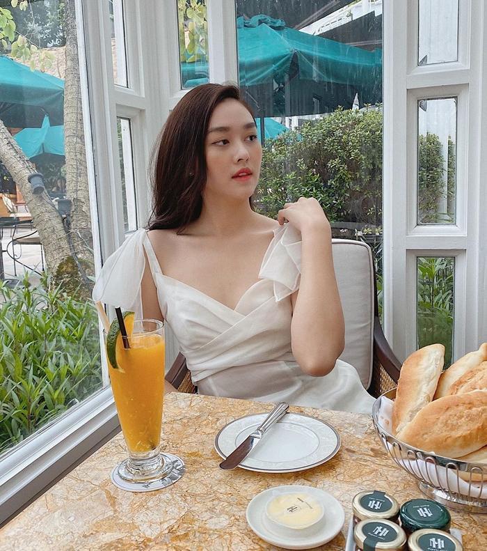 Á hậu Tường San tự tin với layout make-up ngọt ngào.